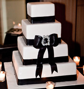 Black and White Modern Wedding Cakes