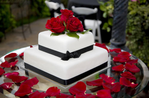 Black and White Wedding Cake with Roses