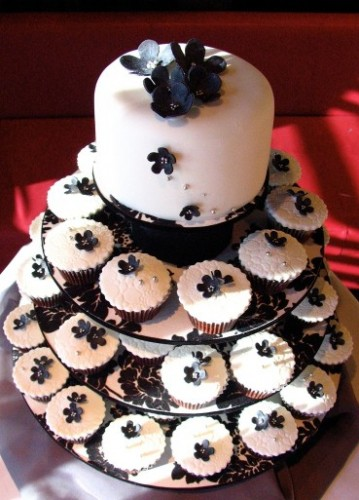 Black and White Wedding Cakes and Cupcakes
