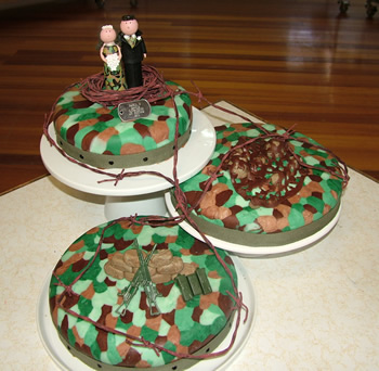 Camo Wedding Cakes Topper Ideas