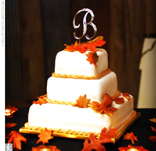 Fall Wedding Cakes with Leaves