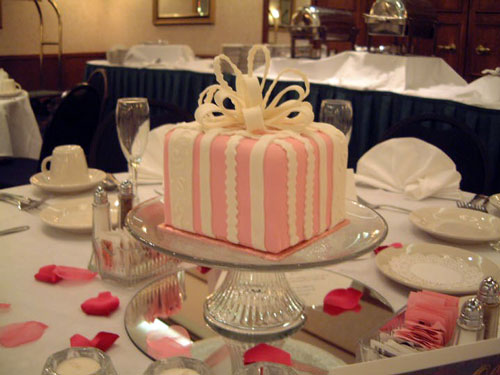 Small Wedding Cakes For Centerpieces