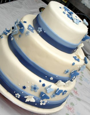 yellow in the white and blue wedding cakes to add something bright
