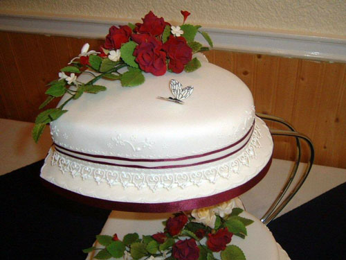 Heart Shaped Wedding Cakes Red Roses