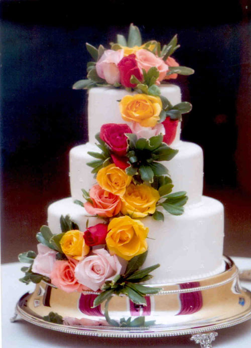 Decorate Cake With Fondant Flowers : Decorating Wedding Cakes with Flowers