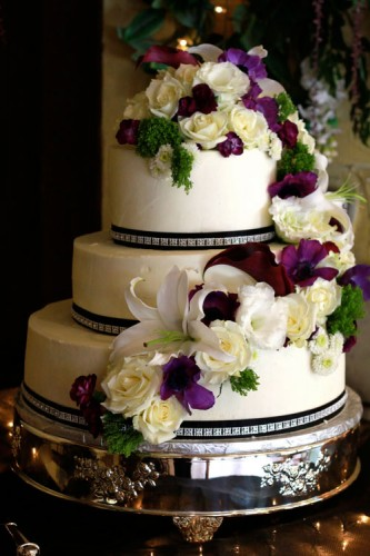 Decorating Wedding Cakes with Fresh Flowers