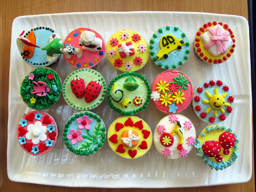 Cake Decorated With Cupcakes : Cupcake Decorating Ideas for 21st Birthday