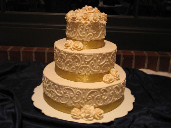 Gold Wedding Cake Make the Anniversary Memorable