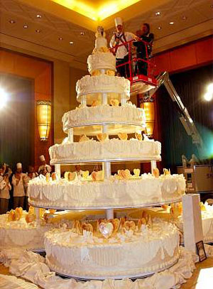 how big of a wedding cake do i need for 100 guests big wedding cakes designs 15353